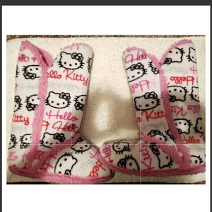 FAIRLY NEW HELLO KITTY SLIPPERS SIZE 7 /8